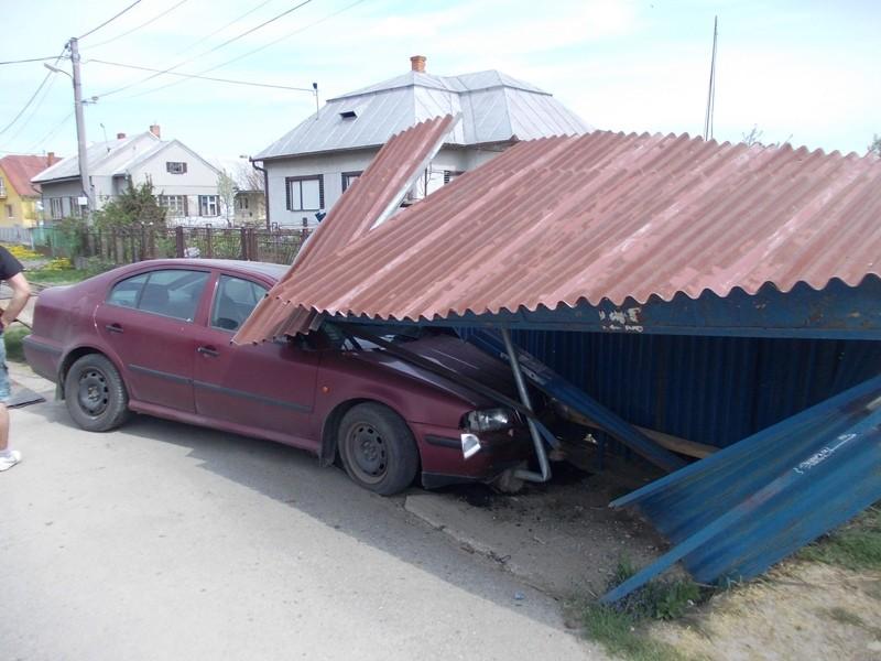 Dopravná nehoda Škoda - Octavia v obci Šamudovcev