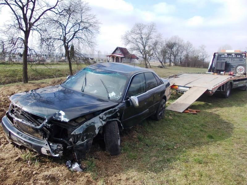 Dopravná nehoda vozidla Audi v obci Voľa