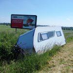 Dopravná nehoda obytného prívesu na Zemplínskej Šírave