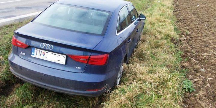 Dopravná nehoda vozidla Audi A3 za obcou Petrovce n./Laborcom