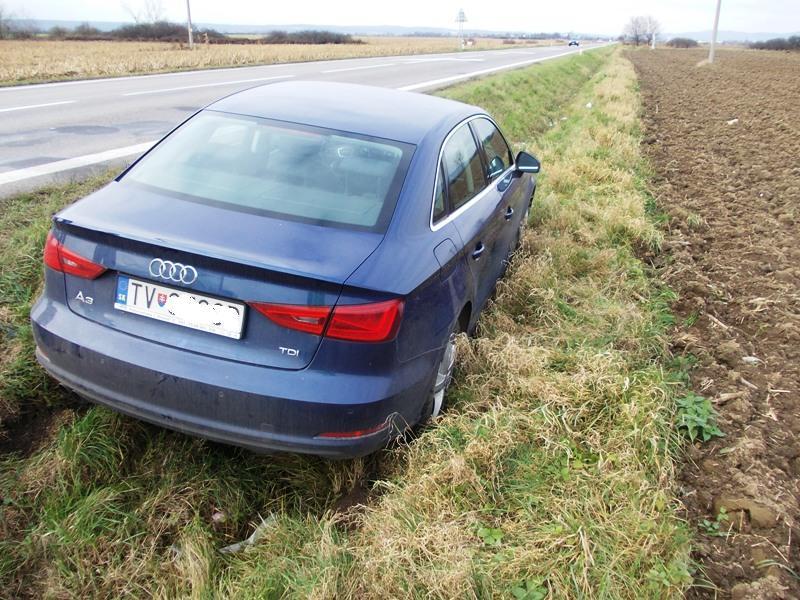 Dopravná nehoda vozidla Audi A3 za obcou Petrovce n.Laborcom